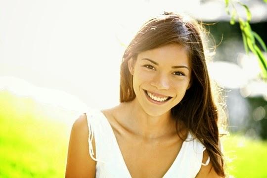 selalu tersenyum untuk terlihat cantik