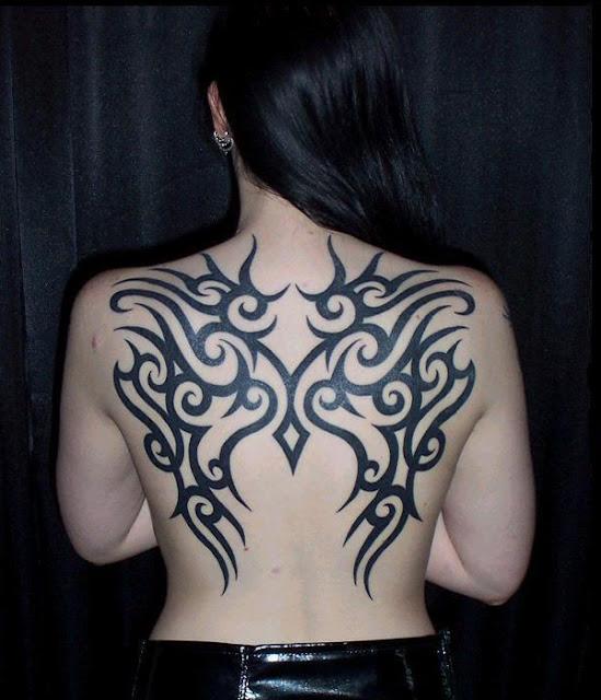tatuajes para mujeres en la espalda de flores