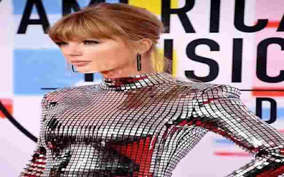 Taylor Swift Makes History at 2018 American Music Awards