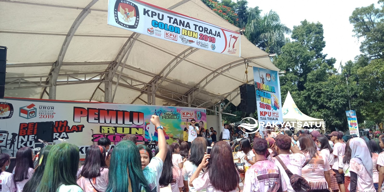 Ribuan Pemilih Milenial Ramaikan Color Run KPU Tana Toraja
