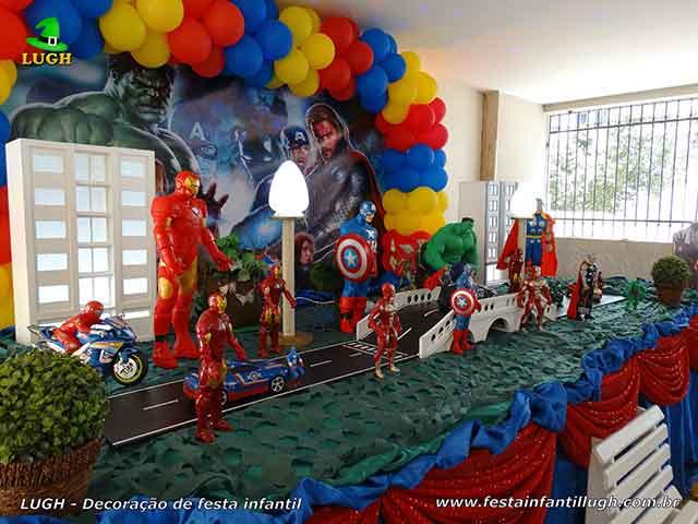 Festa temática de aniversário infantil com o tema Os Vingadores