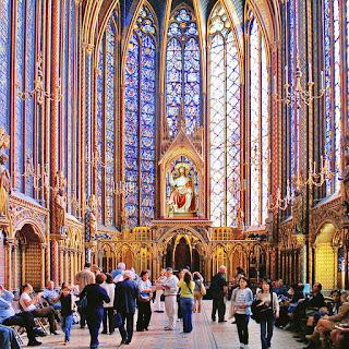 Витражи в готическом соборе