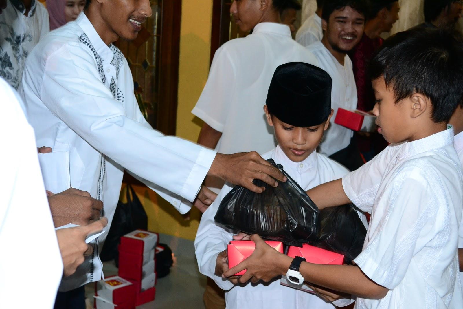 Berbagi Kebahagiaan Di penghujung Ramadhan
