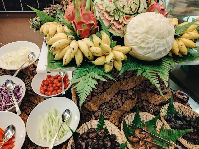 Pelbagai jenis sayur-sayuran dan buah-buahan segar