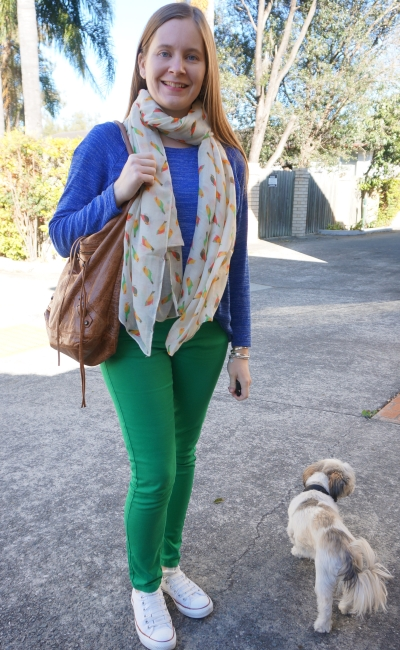 cobalt blue knit jumper with green asos petite skinny jeans converse balenciaga day bag | awayfromblue