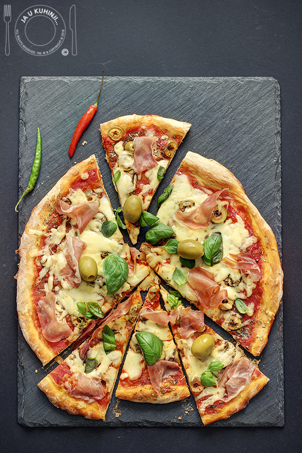 Pizza sa Podravka ajvarom