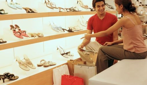 Resultado de imagem para vendedor em shopping