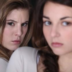 أسباب حقد الأخوات