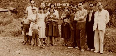Los ajedrecistas Ribera, Albareda, Sánchez, Ridameya, Pere Puig y García-Orús con algunas de las esposas e hijos en 1956