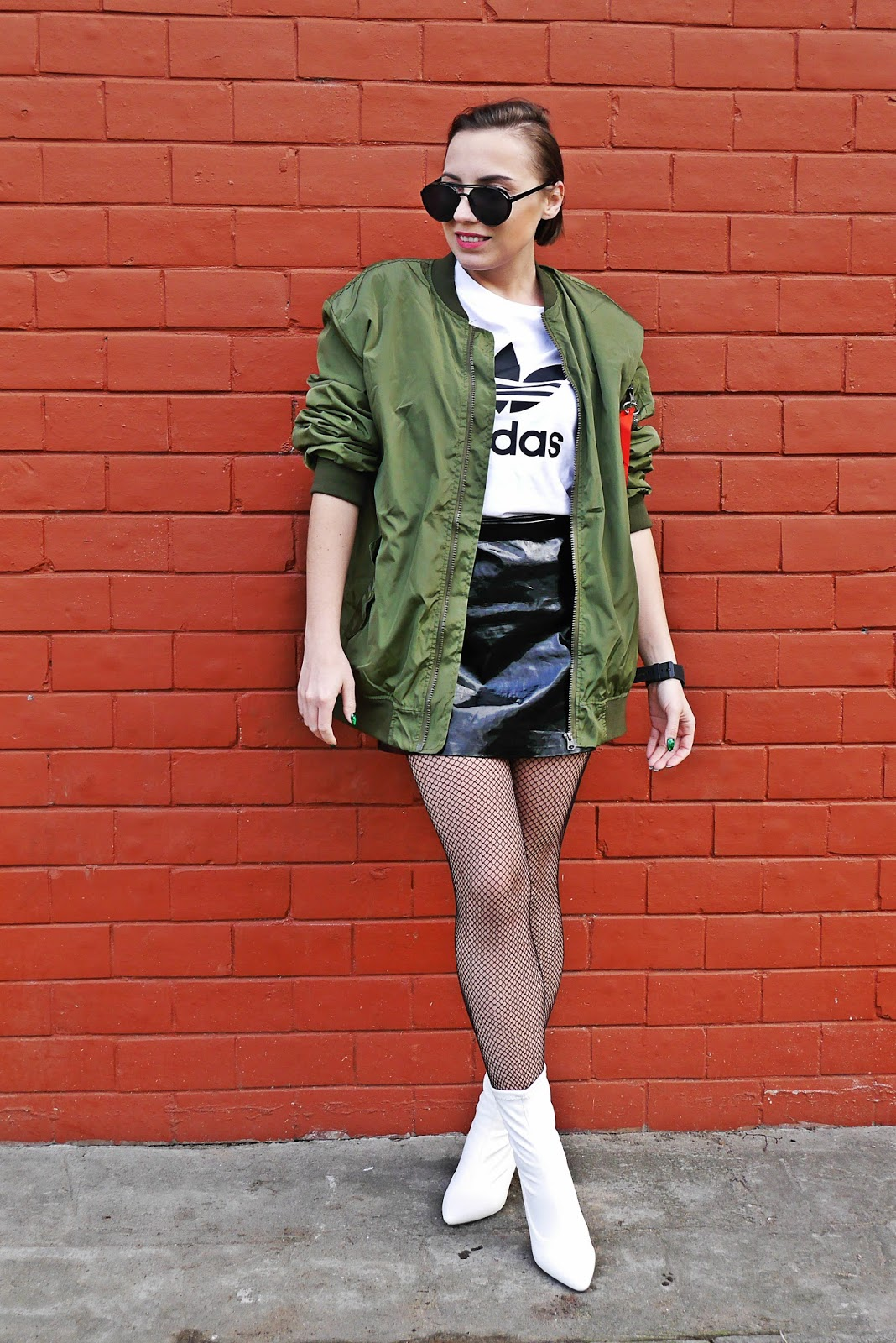 5_oversize_green_bomber_jacet_white_boots_adidas_tshirt_karyn_blog_modowy_080318