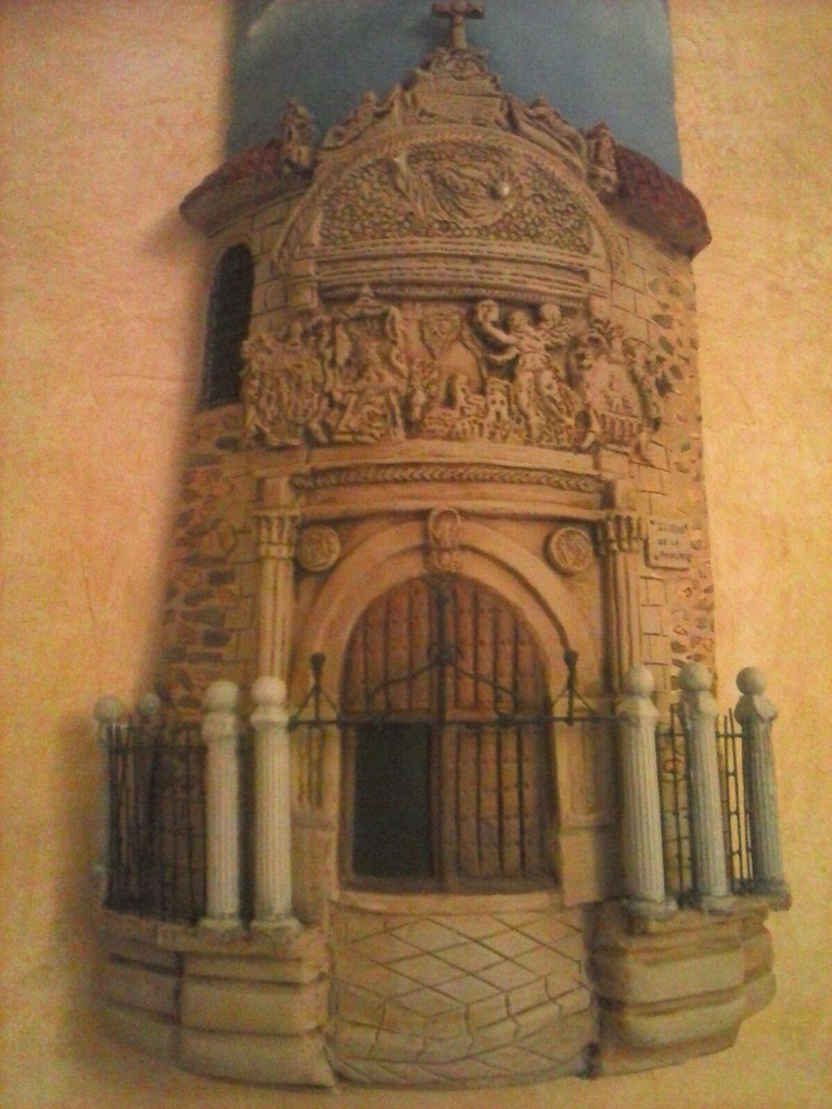 Entre el tormes y butarque alba de tormes tejas decoradas for Puertas de tejas decoradas