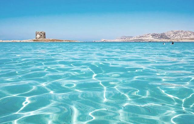 Praia La Pelosa em Sardenha