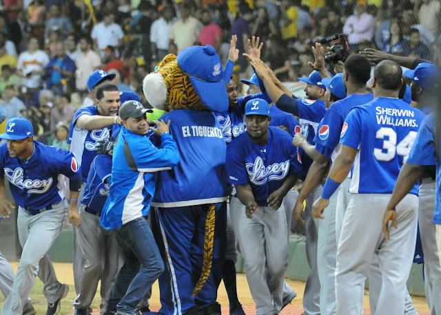 Presidente Medina felicita campeones Tigres del Licey del béisbol RD