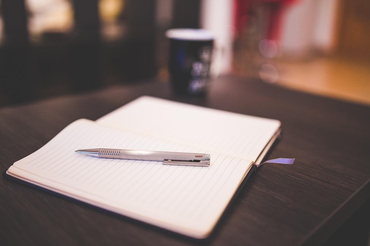 pisanie pamiętnik zeszyt długopis