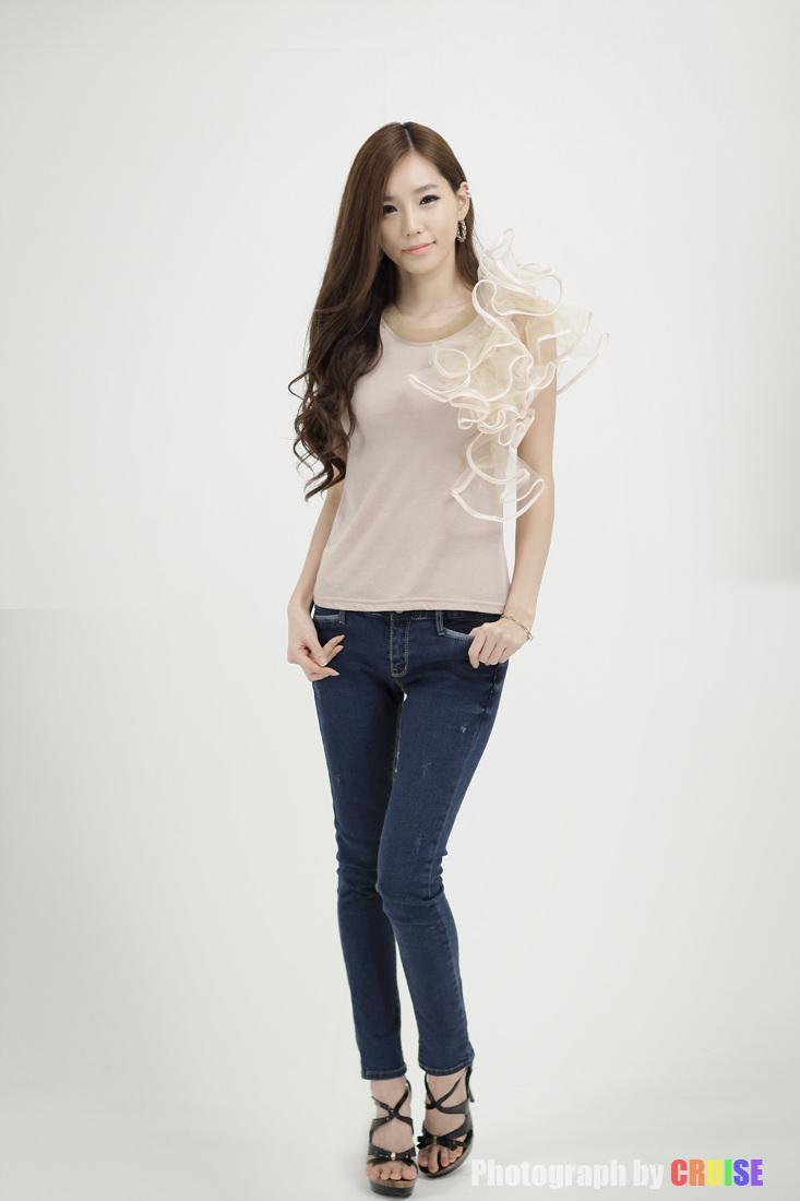 xxx nude girls: Lee Ji Min - Beige Top