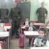 """Tiro de Guerra entrega a revistinha """"O Recrutinha"""" nas escolas municipais"""