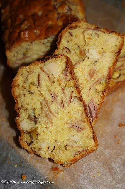 Cake con provolone e mortadella