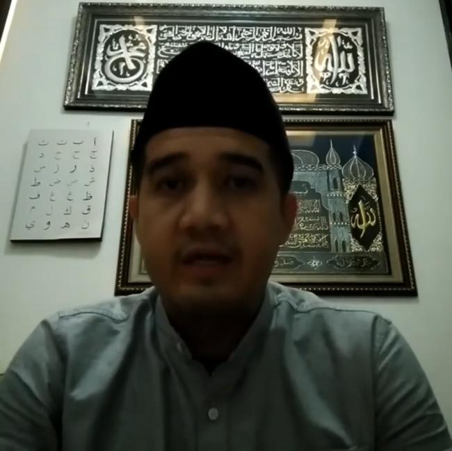 Satu Catatan Ust Tengku Untuk Caleg PDIP yang Joget di Sajadah