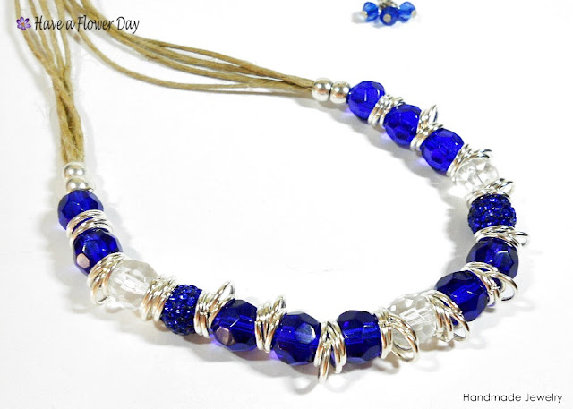 LUAM. Collar con cristal azul · Blue crystal necklace