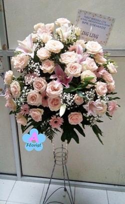 toko-bunga-surabaya-jual-bunga-standing-bunga-segar-dengan-rangkaian-super-elegan