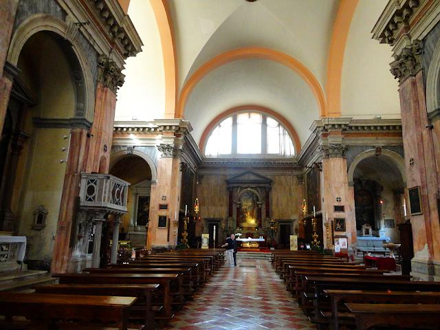 Interiér kostela San Trovaso v Benátkách