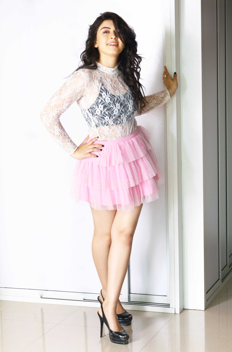 Hansika Hot Legs Showing Photoshoot