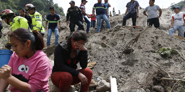 Search for bodies continues after Cambray mudslide kills 26 in Guatemala