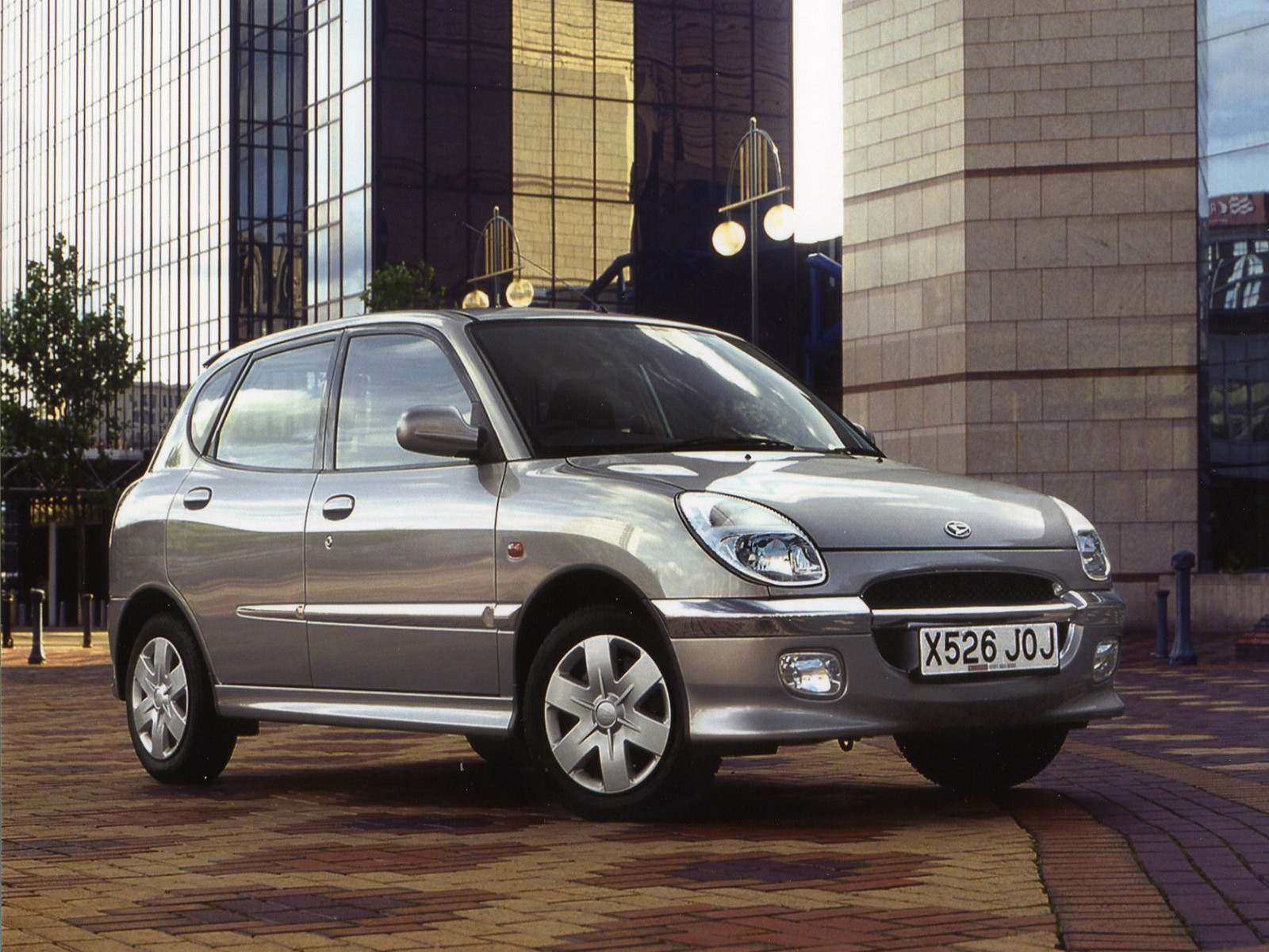 Car Pictures: Daihatsu Sirion 1999
