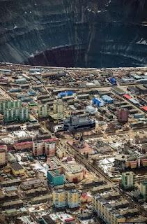 الحفره التي يستخرج منها الالماس في روسيا