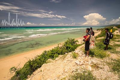 Pantai Tebi dari jalan