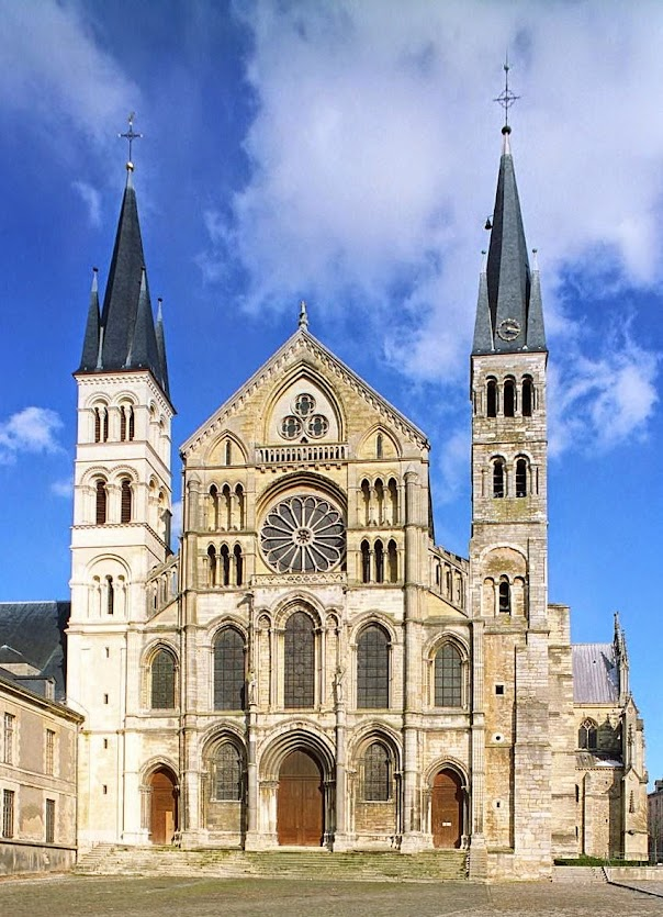 Fachada principal de Saint-Rémi