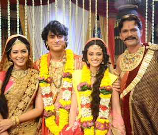 Foto Kajol Srivastava Pemeran Devi Menikah dengan Ashoka