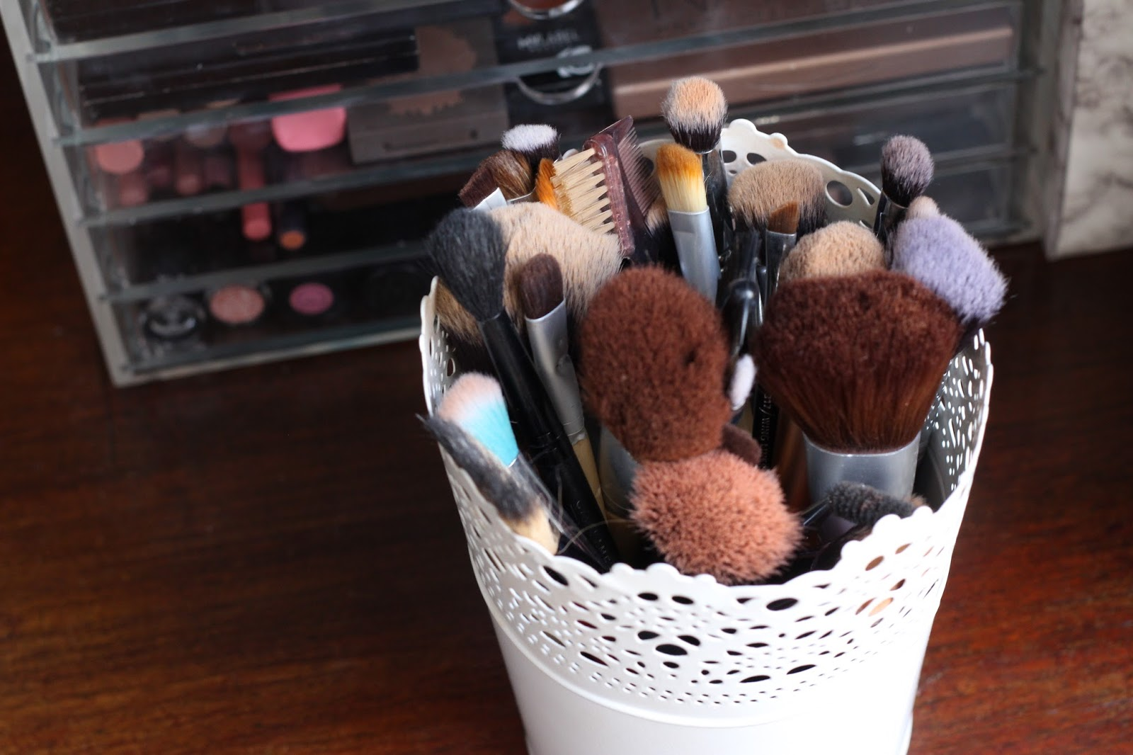 How I store my makeup at Uni || Makeup - Annes Perks