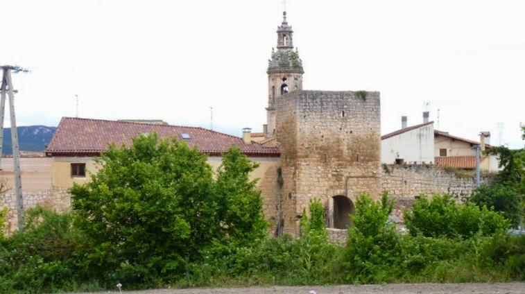 Parte de la Muralla y Puerta de Arriba.