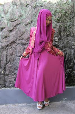 model hijab organza maxi dress