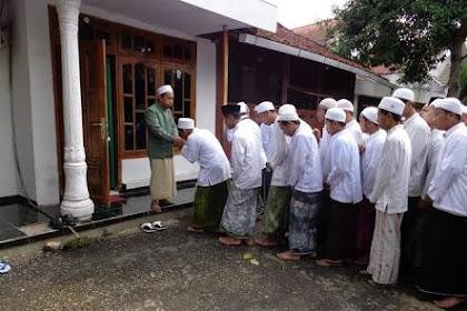 Adad Murid Terhadap Guru Menurut Syeh Hasyim Asy'ari