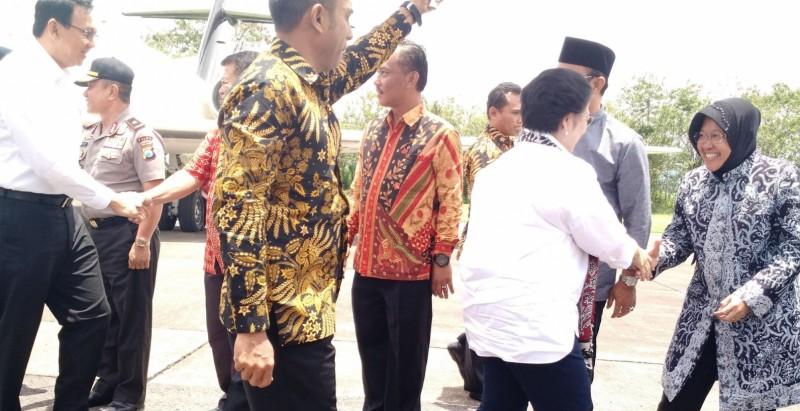Mega dan Ahok disambut Risma di Bandara Abdul Rahman Saleh, Malang