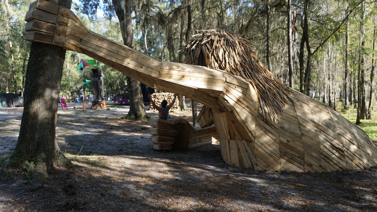 23-Snorra-of-Suwannee-Thomas-Dambo-Large-Interactive-Recycled-Wooden-Sculptures-www-designstack-co