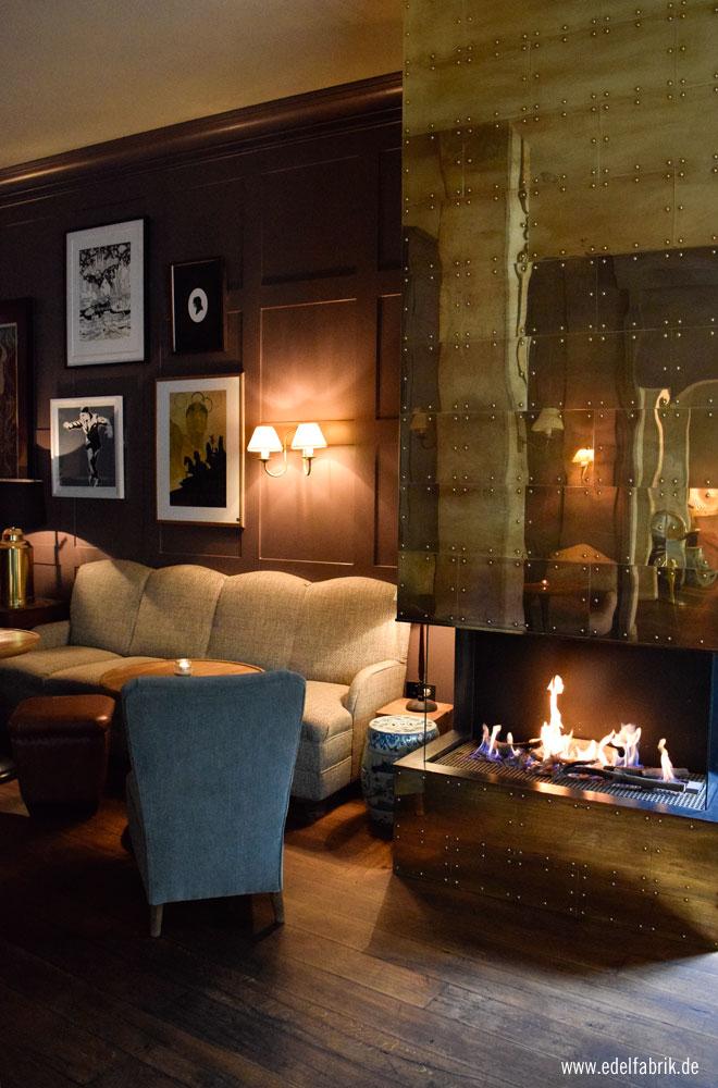 Der Kamin in der Lobby des Berliner Monbijou Hotel