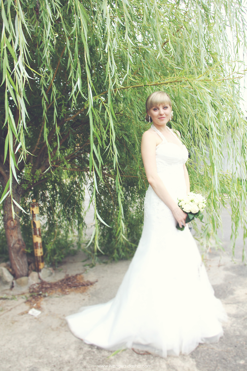 свадебная фотосъемка в яблоневом саду