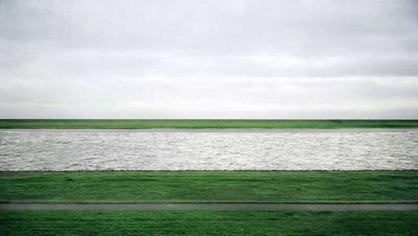 6 Gambar Termahal Dunia-Andreas Gursky, Rhine II (1999)