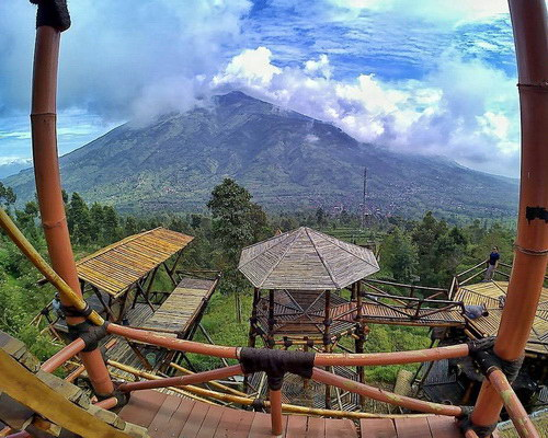 Tinuku.com Oemah Bamboo Coffee Konservasi bring hot coffee and tower installation for dramatic views Mount Merapi