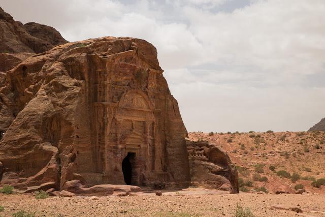 Panorámica de la tumba Sextius Florentinus en Petra, Jordania