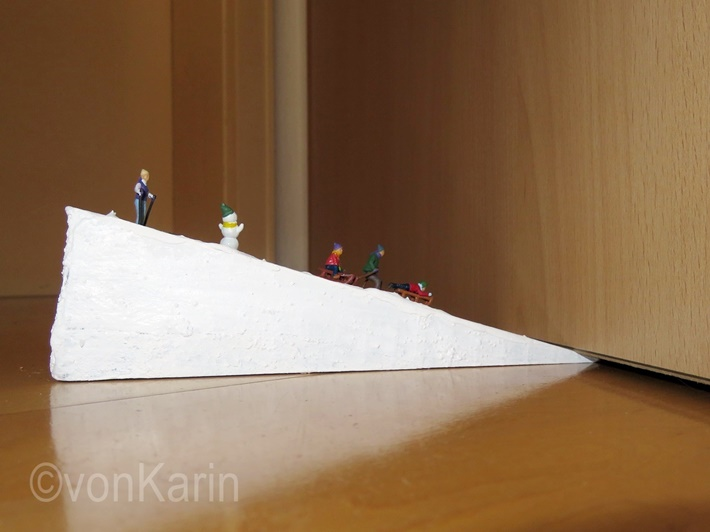 Holzkeil mit Skifahrer MiniFiguren