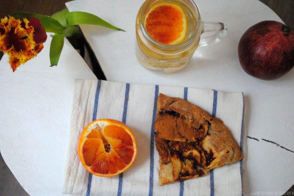 Galette na mące gryczanej w 2 wersjach: wytrawnie z łososiem i na słodko z jabłkami.