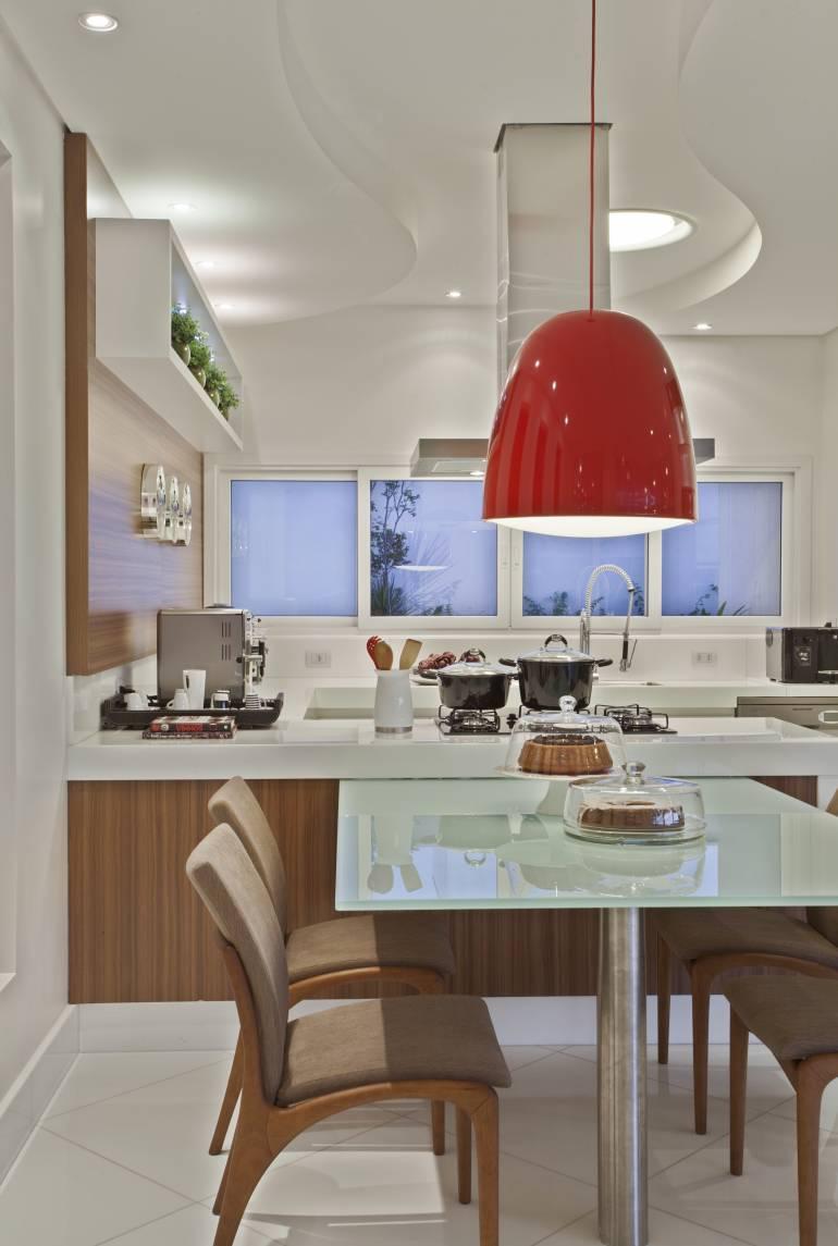 Cozinha Planejada Com Lustre Beyato Com V Rios Desenhos Sobre