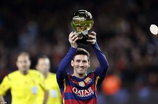 Lionel Andres Messi atau yang lebih dikenal sebagai Lionel Messi merupakan striker Barcelona dan Timnas Argentina. Ia memiliki julukan diantaranya Si Kutu alias La Pulga, El Messiah (Penyelamat) dan King Leo. Julukan Si Kutu sendiri diperoleh Messi dari kakaknya, Rodrigo. Hal ini karena postur tubuh Messi yang lebih kecil daripada kawan-kawannya. Meski begitu, kelihaiannya bermain bola mengantarkan Barcelona sebagai salah satu tim terkuat di La Liga.