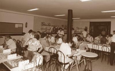 Sala de juego del XIII Torneig Obert Festa Major de Sant Andreu de Palomar 1984