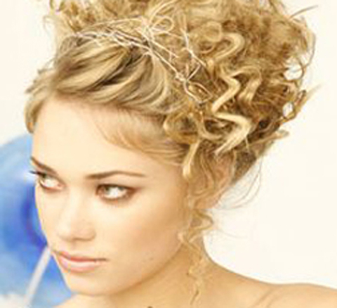 model rambut pendek pesta wanita gemuk