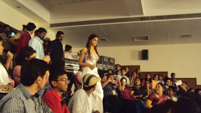Deepika, Big B in Bangalore ~ Deepika Padukone | Hot Sexy ...